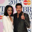 """Lionel Richie et sa petite-amie Lisa Parigi - Soirée des """"BRIT Awards 2015"""" à Londres, le 25 février 2015."""