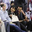 Lionel Richie et Lisa Parigi assistent au match de basket Miami Heat contre les Boston Celtics a Miami, le 21 janvier 2014.