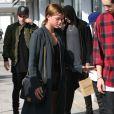 Exclusif - Sofia Richie (la soeur de Nicole Richie) s'amuse avec son «Hovertrax» dans les rues de Beverly Hills, le 10 juin 2015