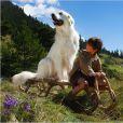 Félix Bossuet et sa chienne dans Belle et Sébastien 2 : L'aventure continue