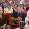 Charles Aznavour, Didier Barbelivien et Michèle Torr, lors de l'enregistrement de l'émission  Vivement Dimanche  à Paris le 27 mai 2015 (diffusion le dimanche 21 juin 2015 sur France 2).