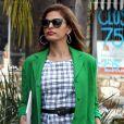 Exclusif - Eva Mendes à la sortie d'un salon de coiffure à Los Angeles, le 21 avril 2015.