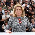 """Catherine Deneuve pose lors du photocall du film """"La tête haute"""" (hors compétition) lors du 68e festival de Cannes le 13 mai 2015."""