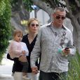 Kelly Rutherford à West Hollywood avec sa fille Helena Grace, et son nouveau compagnon, le 18 mai 2010