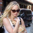Jennifer Lawrence et son adorable chien Pippi dans les rues de New York, le 24 juin 2015 - New York City