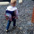 Amélie Neten (Secret Story 4) a dévoilé un cliché de son fils Hugo se rendant à l'école. Le 2 septembre 2014.