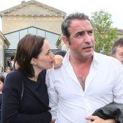 Jean Dujardin : Honoré devant sa chérie Nathalie Péchalat et ses parents, émus
