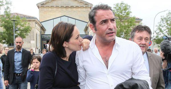 Jean dujardin honor devant sa ch rie nathalie p chalat for Enfants de jean dujardin