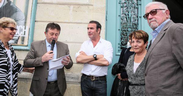 Exclu l 39 immense acteur jean dujardin et sa compagne for Jean dujardin medoc