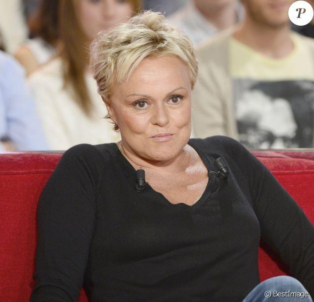 """Muriel Robin - Enregistrement de l'emission """"Vivement Dimanche"""" a Paris le 30 octobre 2013. L'emission sera diffusee le 3 novembre 2013."""