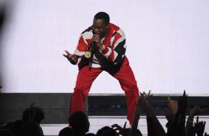 Diddy : Surexcité après sa sortie de prison, il chute aux BET Awards 2015