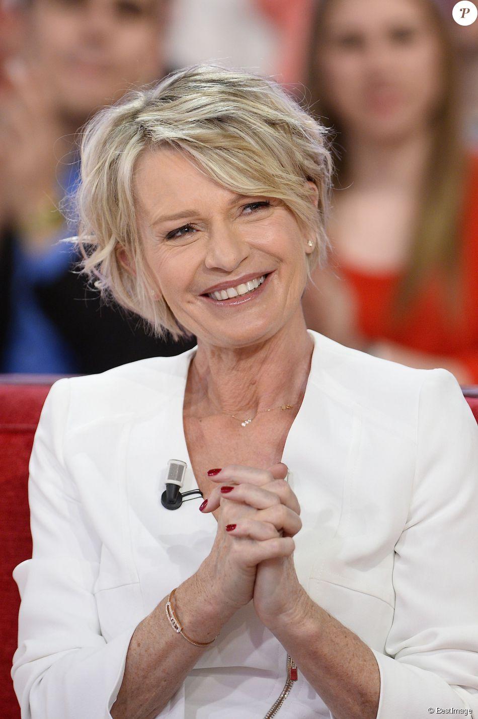 """Sophie Davant - Enregistrement de l'émission """"Vivement Dimanche"""" à Paris le 1er Avril 2015."""
