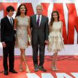Michael Douglas avec sa femme Catherine Zeta-Jones et leurs enfants Carys et Dylan, lors de l'avant-première du film Ant-Man à Londres le 8 juillet 2015