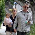 Kelly Rutherford à West Hollywood avec sa fille Helena Grace, et son nouveau compagnon, le 18 mai 2010