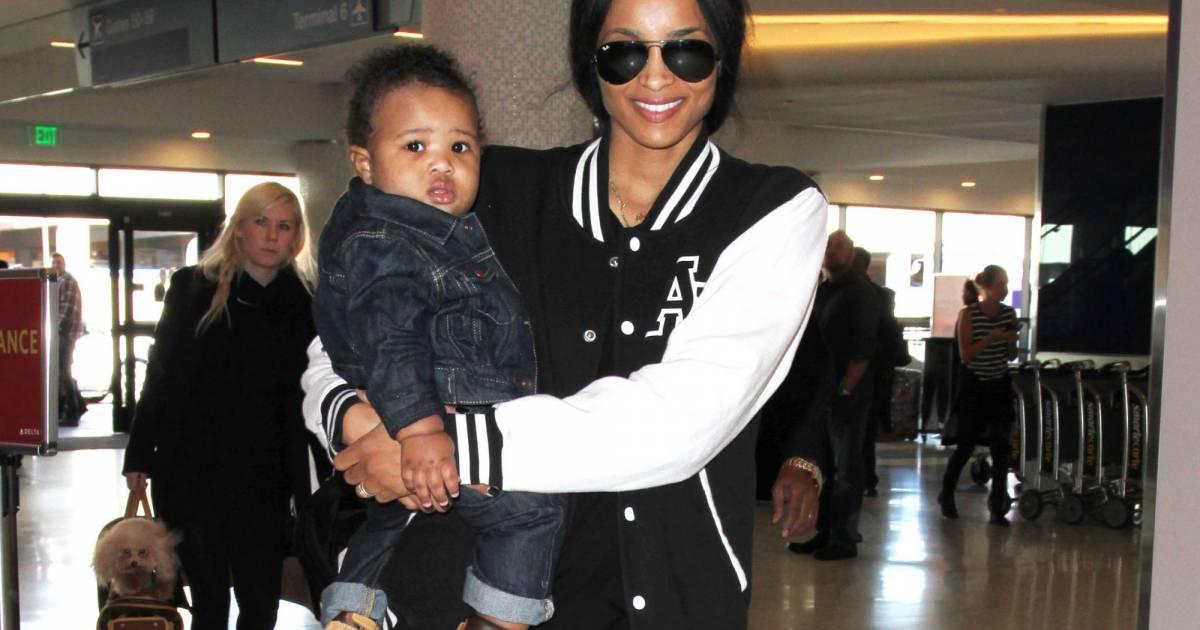Futures Son Future Zahir Wilburn: Ciara Et Son Fils Future Zahir Wilburn à L'aéroport De Los