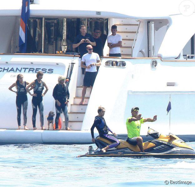 Sylvester Stallone, sa femme Jennifer Flavin et leurs filles Sophia, Sistine et Scarlet profitent de leurs vacances à bord de leur yacht dans le sud de la France, le 14 juillet 2015.
