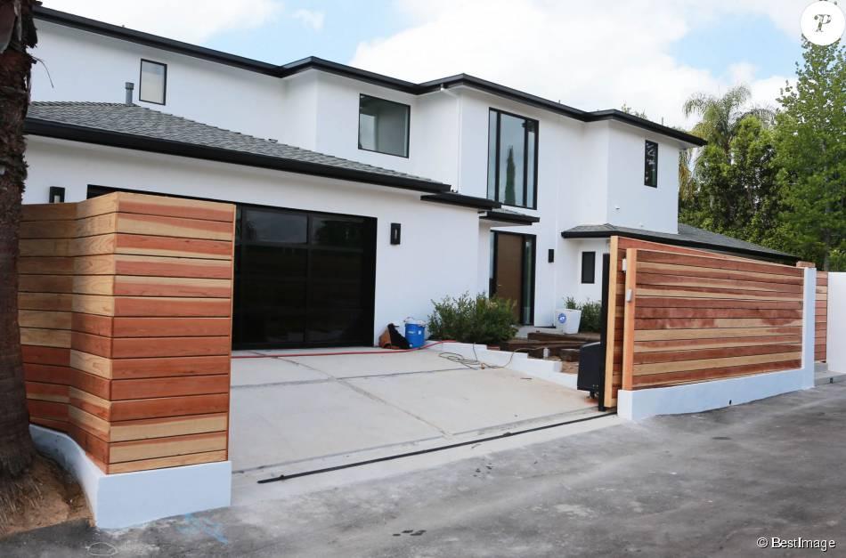 la nouvelle maison de scott disick beverly hills le 9 juillet 2015 purepeople. Black Bedroom Furniture Sets. Home Design Ideas
