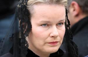 REPORTAGE PHOTOS : La princesse Mathilde de Belgique, bouleversée aux funérailles de son père...