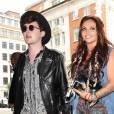 Jake Roche, Jesy Nelson du groupe Little Mix arrivent dans les studios de la BBC Radio 1 à Londres le 13 juillet 2015