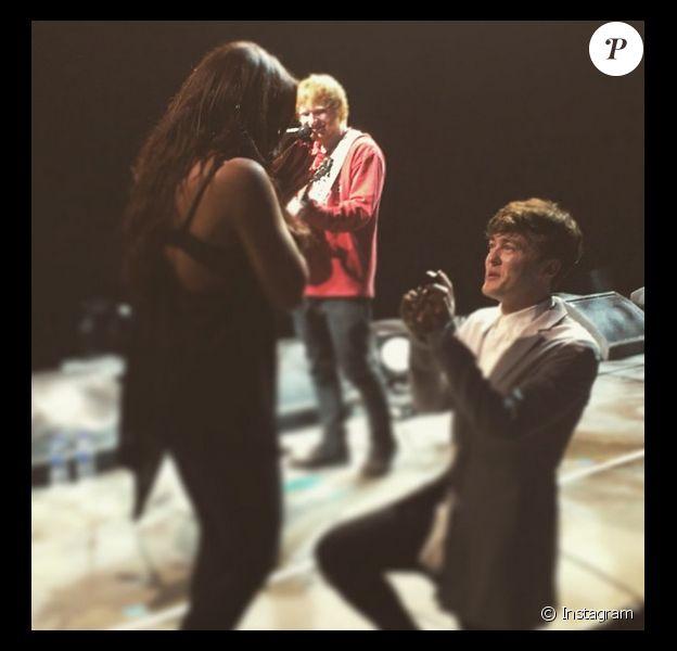 Jake Roche a fait sa demande en mariage à Jesy Nelson devant Ed Sheeran / juillet 2015