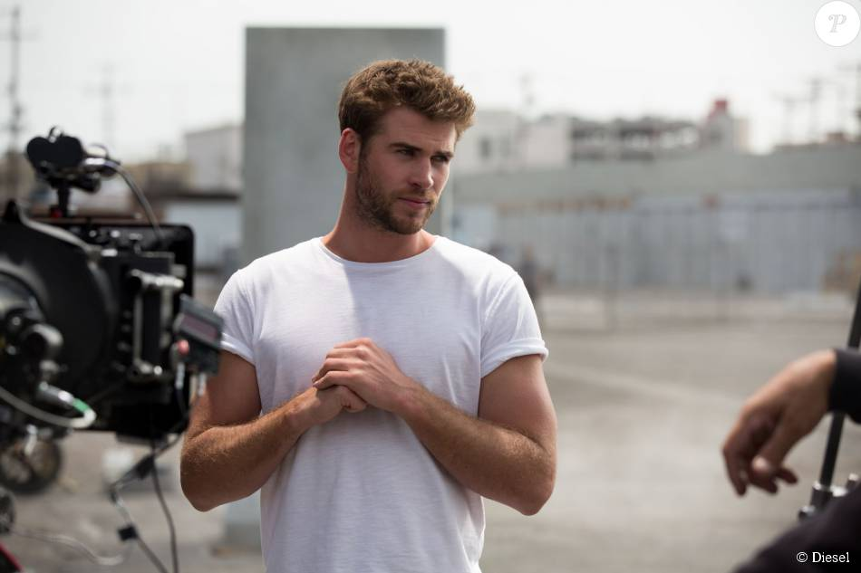 Making-of de la camapagne Only The Brave de Diesel avec l'acteur Liam Hemsworth