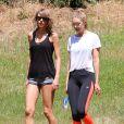 Taylor Swift et Gigi Hadid à Los Angeles, le 10 mai 2015.