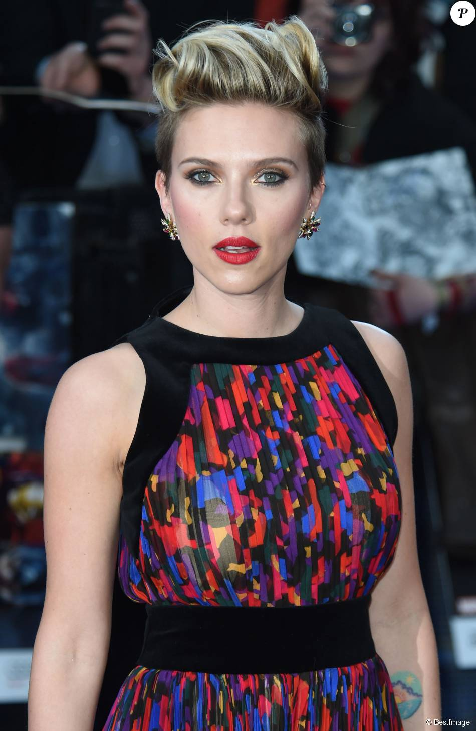 Scarlett johansson cheveux rouges et coupe gar onne d voile sa m tamorphose purepeople - Coupe garconne fille ...