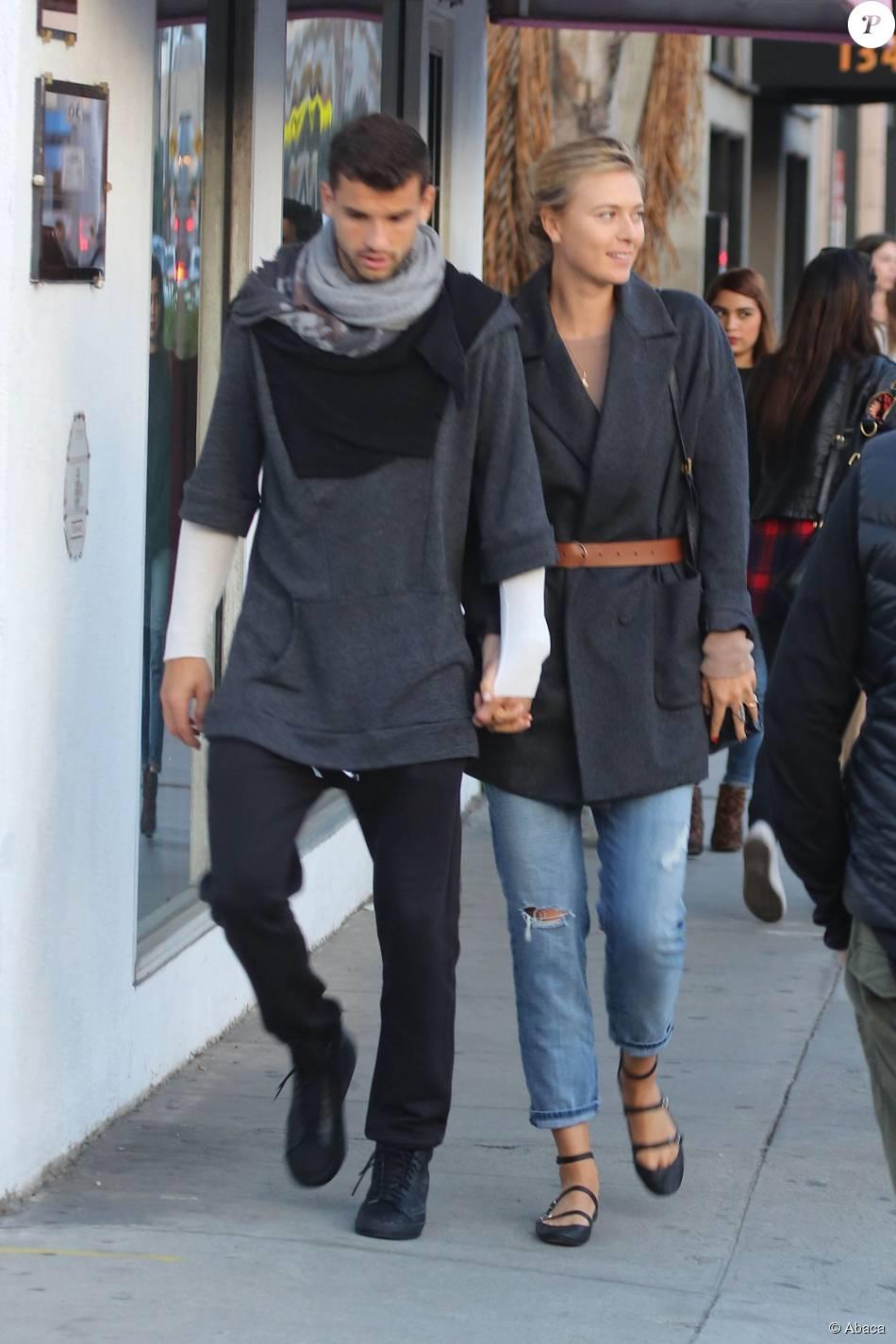 Maria Sharapova et Grigor Dimitrov à la sortie du café Intelligentsia à Venice, Los Angeles, le 21 décembre 2014