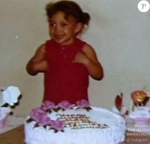Qui est cette jeune fille devenue une star mondiale qui vient de fêter ses 46 ans ?