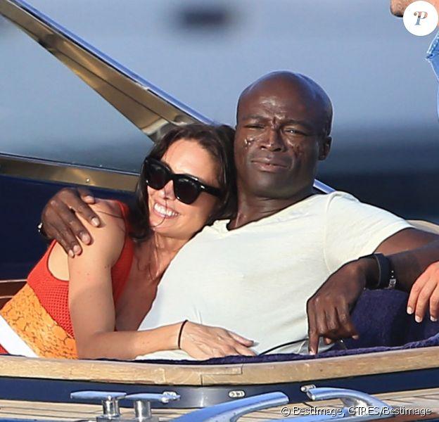 Semi-Exclusif - Seal et sa nouvelle compagne Erica Packer, in love, quittent leur yacht pour rejoindre la terre ferme lors de leurs vacances à Ibiza, le 3 août 2015.