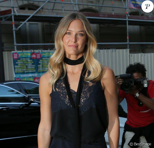 """Bar Refaeli - Arrivée des people à la soirée """"Vogue Paris Foundation Gala"""" au palais Galliera à Paris, le 6 juillet 2015."""
