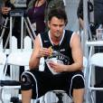 Josh Duhamel fait une pause sur le terrain du ESPNLA All-Star Celebrity Basketball Game à Los Angeles, le 7 août 2015