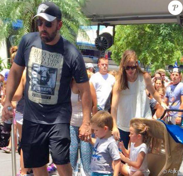 Ben Affleck et Jennifer Garner avec leurs enfants à Disney World le 17 août 2015