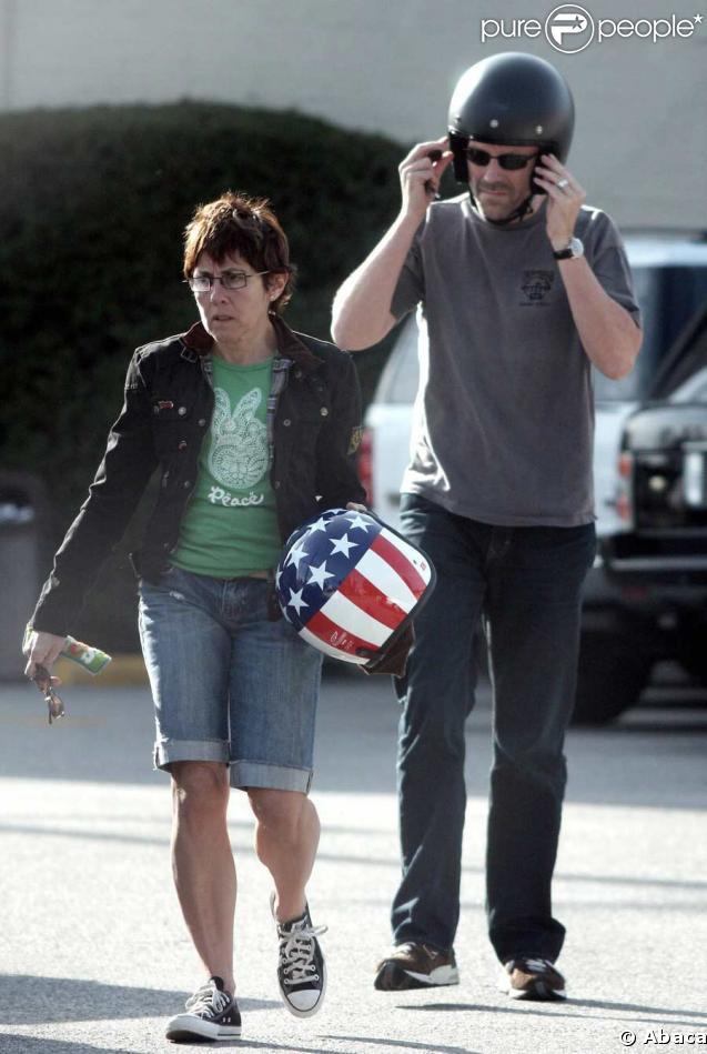 Hugh Laurie, virée en bécane avec Jo !