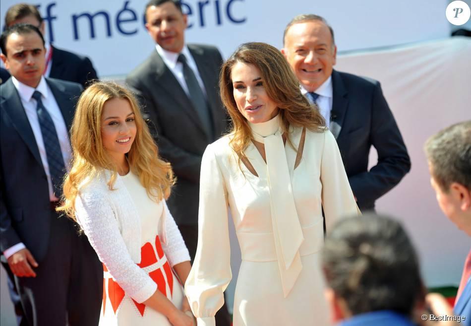 La reine Rania de Jordanie était invitée à s'exprimer le 26 août 2015 lors de l'ouverture de l'Université d'été du MEDEF à Jouy-en-Josas (Yvelines). Sa fille la princesse Iman, 18 ans, l'accompagnait.