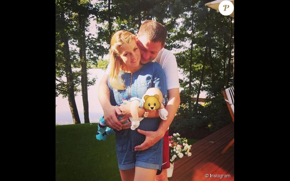 Maria Kirilenko avec son mari et leur fils né quelques semaines plus tôt - août 2015