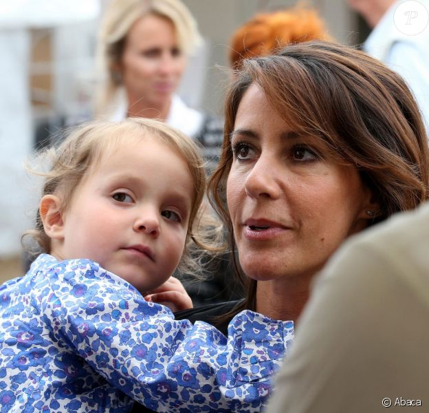La princesse Marie de Danemark et sa fille la princesse Athena (3 ans) le 30 août 2015 au Festival de musique de Tønder, avec aussi le prince Joachim, le prince Henrik (6 ans) et les princes Nikolai (16 ans) et Felix (13 ans).
