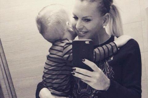 Amélie Neten, maman épanouie : Son petit Hugo (3 ans) a déjà une copine !
