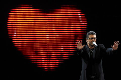 George Michael torse nu contre Carlos Ortiz : Leur liaison révélée