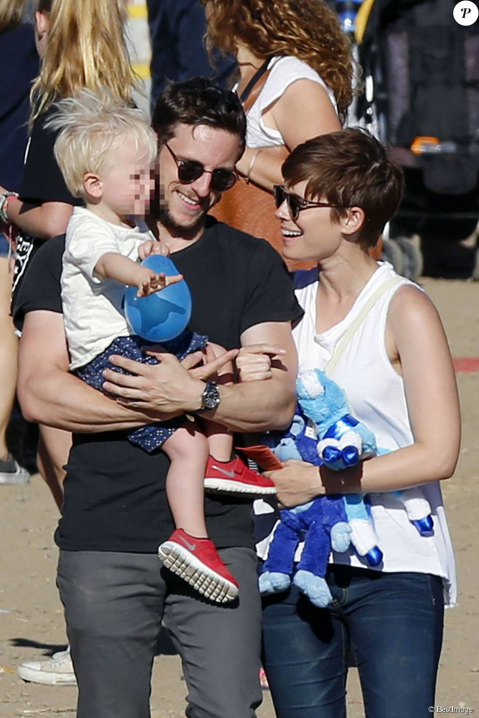 jamie bell avec son fils et son amoureuse kate mara billy elliot aux anges purepeople. Black Bedroom Furniture Sets. Home Design Ideas