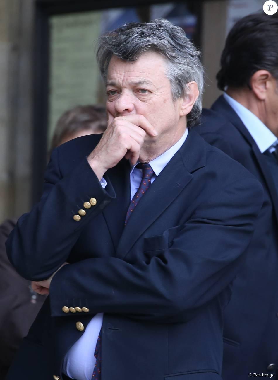 Jean-Louis Borloo à la sortie des obsèques de Patrice Dominguez en la basilique Sainte Clotilde à Paris le 16 avril 2015
