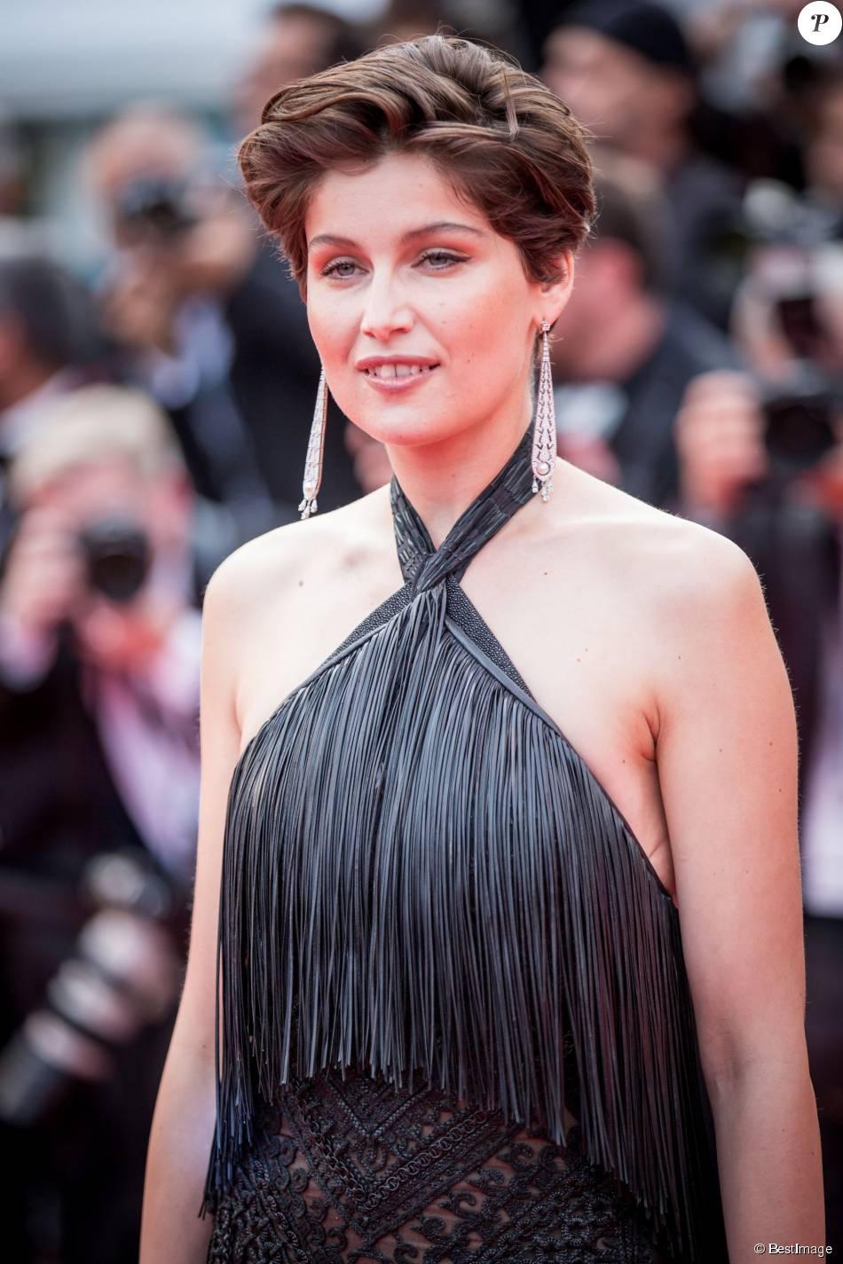 """Laetitia Casta (bijoux Cartier) - Montée des marches du film """"La Glace et le Ciel"""" pour la cérémonie de clôture du 68e Festival du film de Cannes, le 24 mai 2015."""
