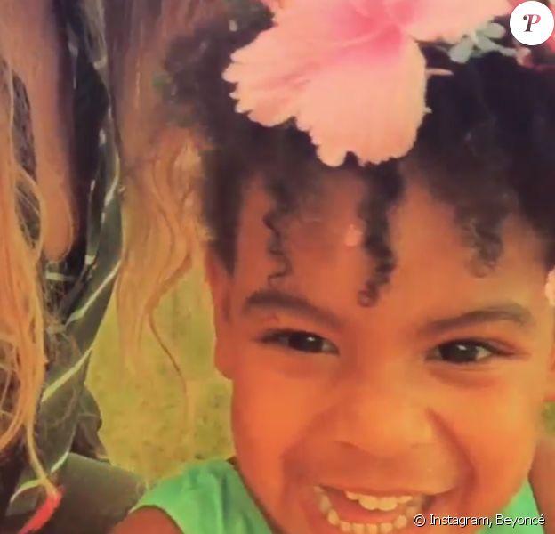 Blue Ivy danse avec ses parents, Jay Z et Beyoncé, dans cette adorable vidéo de leurs vacances en Méditerranée, septembre 2015.