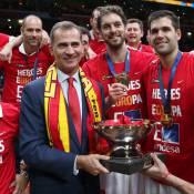 Felipe VI, Nadal et la bombe Helen Lindes exultent avec l'Espagne à l'Euro 2015