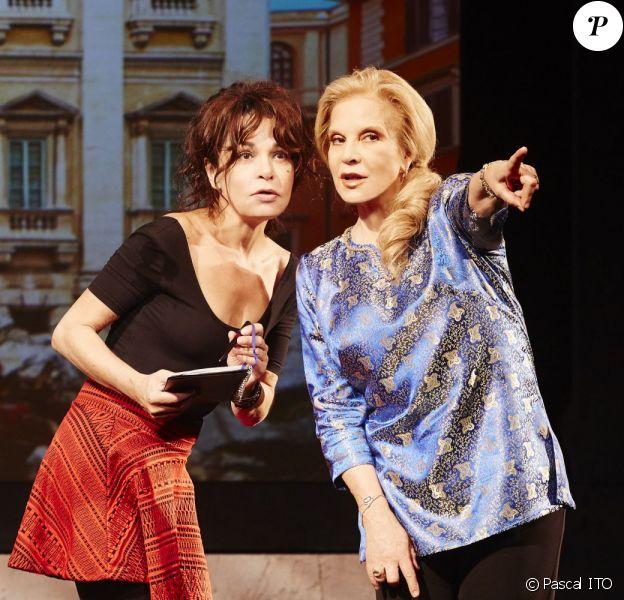 """Sylvie Vartan et Isabelle Mergault - Filage de la pièce """"Ne me regardez pas comme ça"""", au théâtre des Variétés, à Paris. Septembre 2015."""