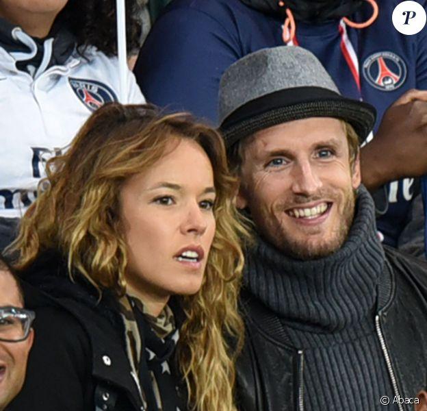 Philippe Lacheau et Elodie Fontan lors de la rencontre de Ligue 1 entre le Paris Saint-Germain et Guingamp au Parc des Princes à Paris le 22 septembre 2015