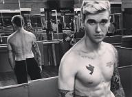 """Gabriel-Kane Day-Lewis : Torse nu et tout tatoué, un """"fils de"""" à croquer"""
