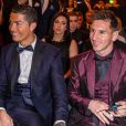 Cristiano Ronaldo, main sur la cuisse de Lionel Messi lors de la soirée du Ballon d'Or 2014 à Zurich, le 12 janvier 2015