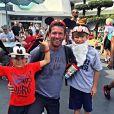 Noah Galloway et deux de ses enfants à Disney / photo postée sur Instagram.