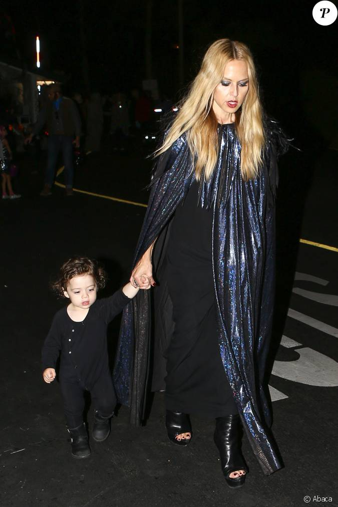 rachel zoe la sortie d 39 une f te d 39 halloween au malibu colony malibu avec ses enfants kaius. Black Bedroom Furniture Sets. Home Design Ideas